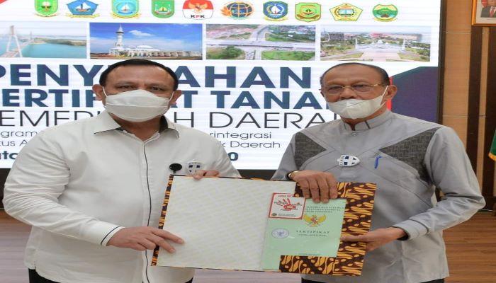 Ketua KPK RI Firli Bahuri bersama Bupati Natuna Abdul Hamid Rizal