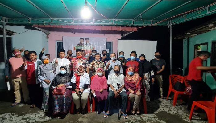Relawan SInergi Saat Foto Bersama Warga