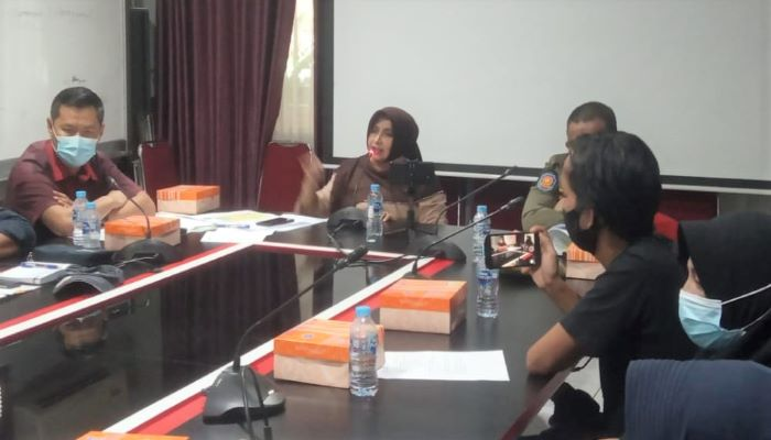 Wali Kota Tanjungpinang, Rahma Saat Memimpin Rapat Kordinasi Terkait Pembangunan Tower di Jalan Basuki Rahmat