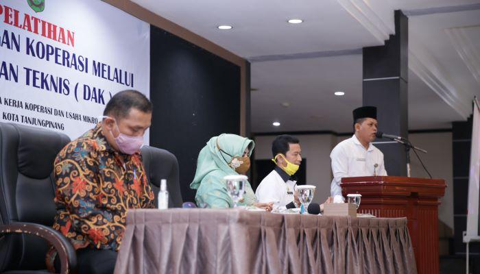 Wali Kota Tanjungpinang, Rahma Saat Menghadiri Acara Pengembangan Koperasi