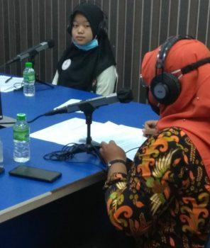 Ketua forum anak kota Tanjungpinang Marsantya Haleza Mawa sebagai nara sumber dialog interaktiv RRI dengan tema stop pernikahan usia anak dan pembatasan bermain game online kamis (3/12)