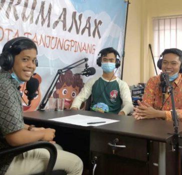 Penggunaan alat podcas perdana Forum anak Kota Tanjungpinang dalam kampanye stop pernikahan usia anak dan batasan bermain game online