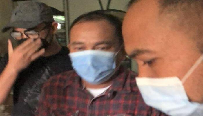DPO Terpidana Asral Bin H. Muhamad Sholeh (baju Kotak Kotak) Saat Diamankan Tim Kejagung