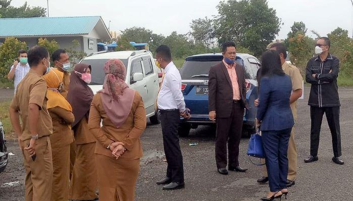 Wakil Ketua II DPRD Kota Tanjungpinang, Hendra Jaya Bersama Rombongan Komisi III Saat Meninjau Taman Batu 10