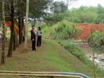 Wakil Ketua II DPRD Kota Tanjungpinang, Hendra Jaya Saat Meninjau Drainase Taman batu 10
