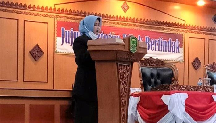 Wali Kota Tanjungpinang, Rahma Saat Menyampaikan Jawaban Atas Pandum Fraksi