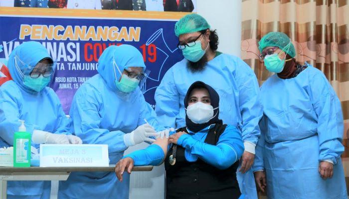 Wali Kota Tanjungpinang, Rahma Saat Penyuntikan Vaksin Covid 19