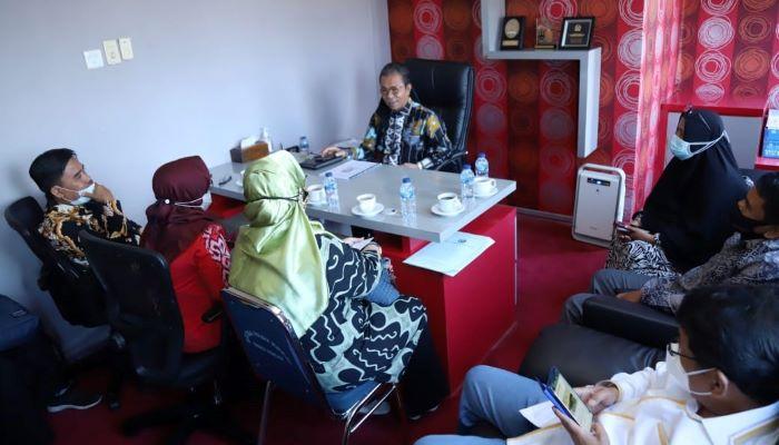 Ketua DPRD Kepri, Jumaga Nadeak Saat Menerima Rombongan KPPAD dan KPAI