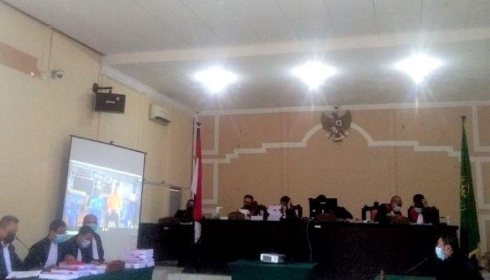 Sidang Terdakwa Atas Kasus Dugaan Korupsi Izin Tambang Bauksit Secara Virtual
