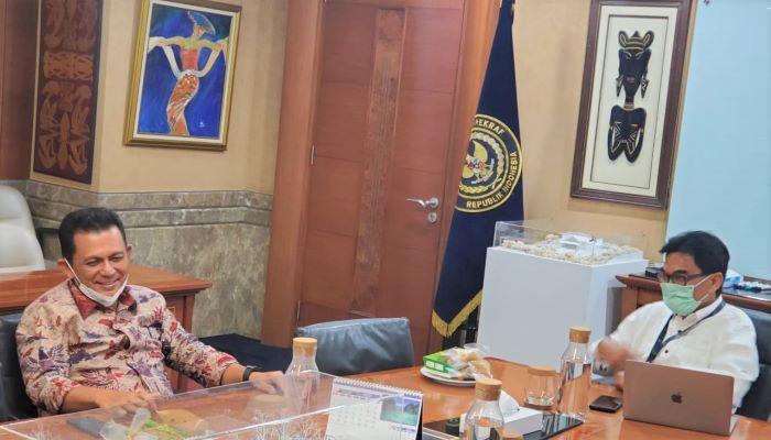 Gubernur Kepri, Ansar Ahmad Saat Berbincang Dengan Deputi Bidang Pengembangan Destinasi dan Infrastruktur Kementerian Pariwisata dan Ekonomi Kreatif, Hari Santosa Sungkari