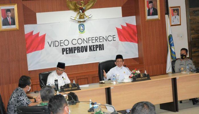 Gubernur Kepri, Ansar Ahmad Saat Memimpin Rapat