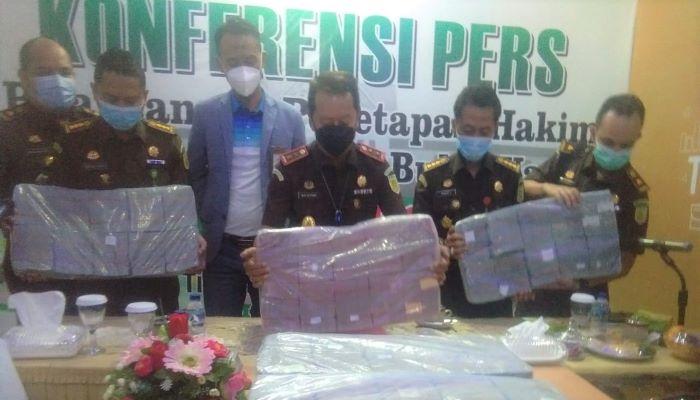 Konferensi Pers Penyitaan Uang Korupsi Tambang Bauksit