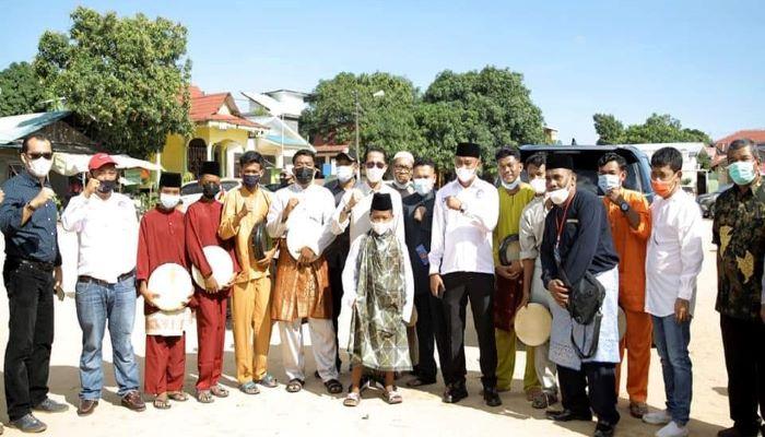 Wakil Wali Kota batam, Amsakar Foto Bersama Usai Khitanan Massal