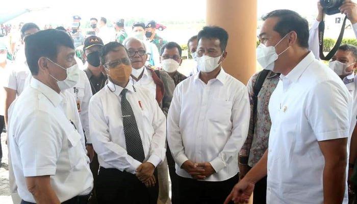 Wali Kota Batam, Muhammad Rudi Saat Menyambut Kedatangan Menteri