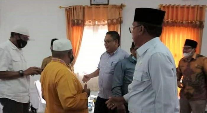 Daeng Amhar saat menerima kunjungan sejumlah tokoh