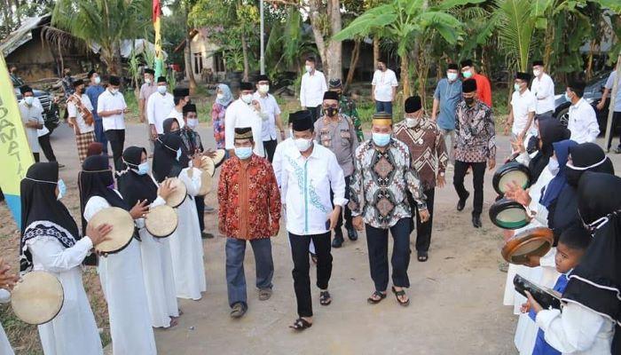 Kedatangan Wali Kota Batam, Muhammad Rudi dan Wakil Wali Kota Batam, Amsakar Achmad Disambut Warga Dapur 6