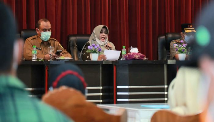 Wali Kota Tanjungpinang, Rahma Saat Membacakan Isi Komitmen Pemko Tanjungpinang Bersama Agen dan Pangkalan Gas