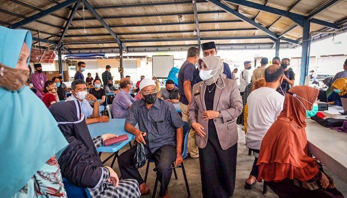 Wali Kota Tanjungpinang, Rahma Saat Meninjau Pelaksanaan Vaksinasi