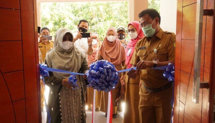 Wali Kota Tanjungpinang, Rahma Saat memotong Pita