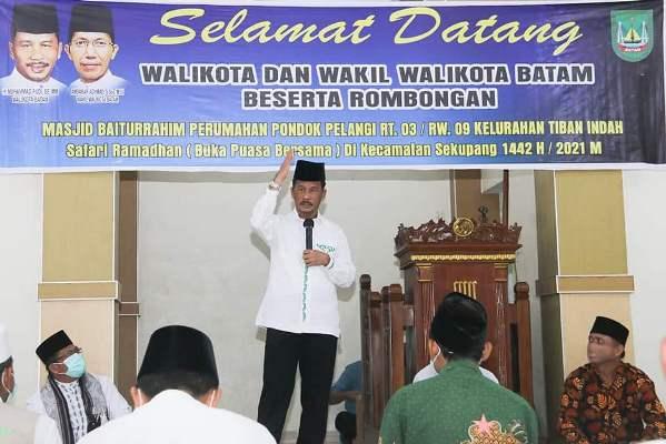 Wali Kota batam, Muhammad Rudi Saat Safari Ramadan di Masjid Baiturrahim