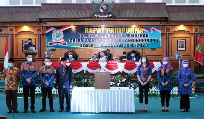 Foto Bersama Usai Perhitungan Suara Pemilihan Wakil Wali Kota Tanjungpinang