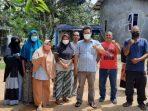 Wakil Ketua II DPRD Kota Tanjungpinang, Hendra Jaya Saat Foto Bersama Warga