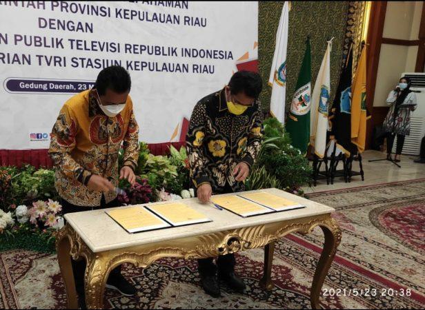 Penandatanganan MoU antara LPP TVRI dengan Gubernur Kepri