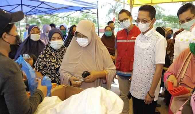 Wakil Wali Kota Batam, Amsakar Saat Meninjau Pasar Murah