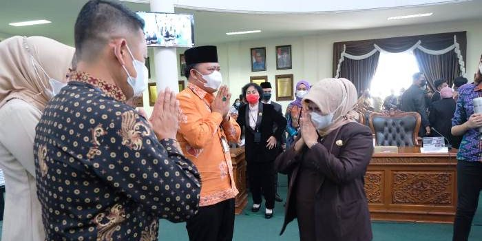 Wali Kota Tanjungpinang, Rahma Saat Mengucapkan Selamat Kepada Wakil Wali Kota Tanjungpinang Terpilih, Endang Abdullah