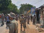 Satpol PP Kota Batam Saat di Lokasi Pembongkaran Kios dan Rumah