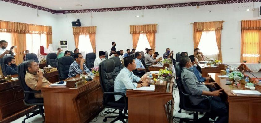 Suasana rapat di Gedung DPRD Natuna