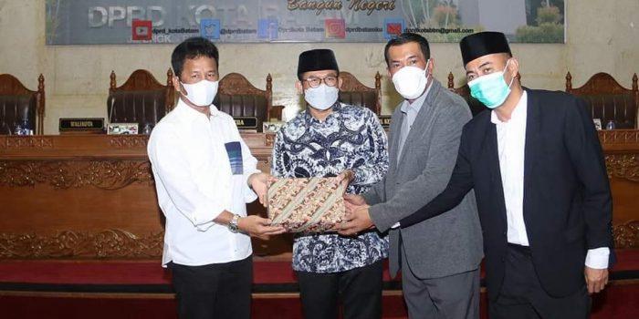 Wali Kota Batam, Muhammad Rudi Bersama Pimpinan DPRD Kota Batam Usai Paripurna