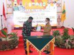 Gubernur Kepri Ansar Ahmad saat memberikan bukti peresmian TMMD ke-111 Kodim 0315/Bintan