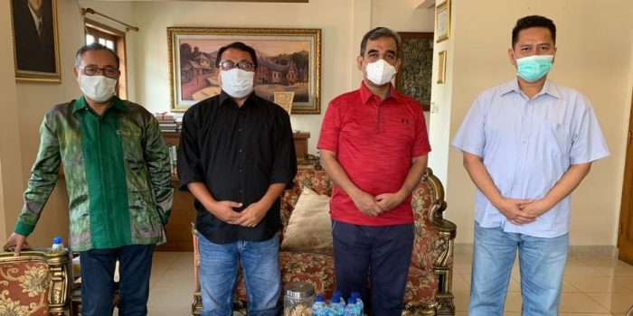 Ketua Umum SMSI, Firdaus Saat Foto Bersama Wakil Ketua MPR RI, Ahmad Muzani