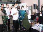 Wali Kota Batam, Muhammad Rudi Saat Meninjau Vaksinasi